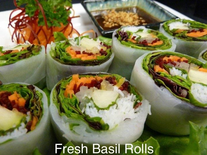Fresh Basil Rolls (Por-Pia Horapa Sod)